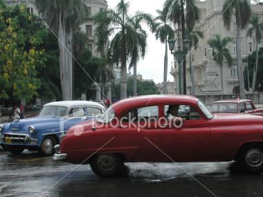 ist2_64313_vintage_1950s_cars_in_havana_cuba.jpg
